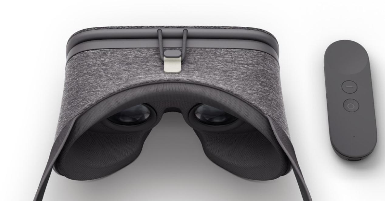 Vista superior de las Daydream View y mando a distancia de color gris