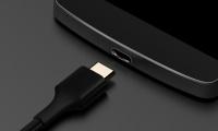 Si el cable USB comienza a fallar, cámbialo para no dañar el móvil