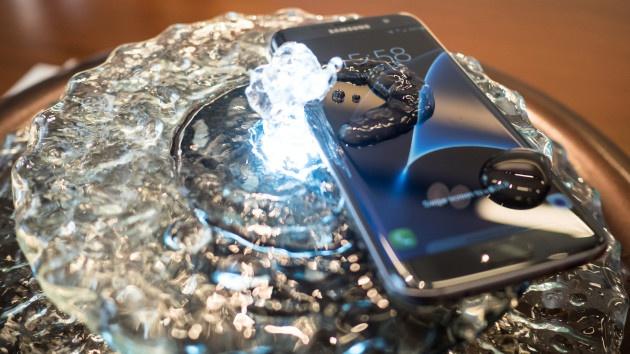 Samsung Galaxy S7 con agua